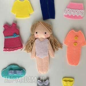 ręcznie robione lalki ubieranka. Lalka z ubrankami do przebierania