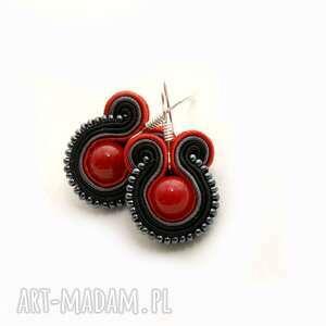 czarno-czerwone kolczyki sutasz, sznurek, koraliki, małe, kolorowe, eleganckie