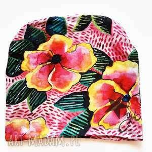 czapka kwiaty na grochach, akwarela, nadruk, unikat, kolorowa czapka, różowe