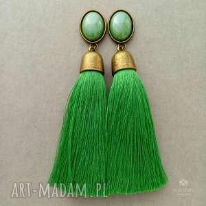 Klipsy z chwostami w soczystej zieleni, klipsy, metal, mosiądz, szkło, wiskoza,