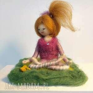 yoga entspannung und meditation - różowe dekoracje dekoracja