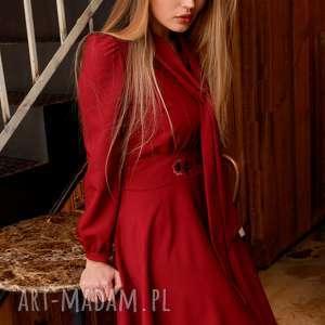 Sukienka Stella Rubinowa z Haftem, haftowana-sukienka, sukienka-z-wiązaniem