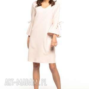 Sukienka z falbaną przy rękawie i dekoltem V, T273, jasnoróżowy, prosta, sukienka