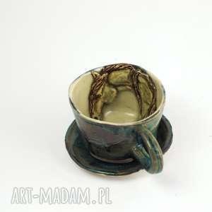 ceramika ceramiczna filiżanka kubek z figurką konia niebieska, kubek, koniem