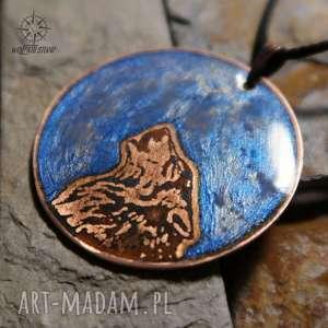 wisiorki niebieski księżyc i wilk - wisior z malowanej miedzi świecący w ciemności