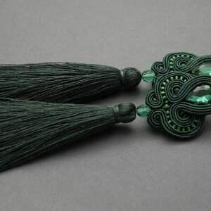 zielone kolczyki sutasz z chwostami, sznurek, wiszące, szmaragdowe, eleganckie