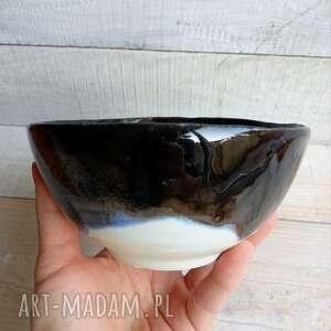 ręcznie robione ceramika ceramiczna miseczka do serwowania w środku czarna