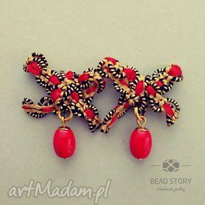 kolczyki kokardki z czerwonym koralikiem, sztyfty, metal, kokardka, wstążka, szkło