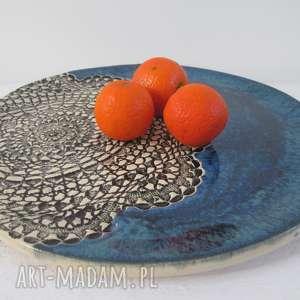 granatowa patera z koronką, talerz, ceramiczny, koronkowy, ceramiczna