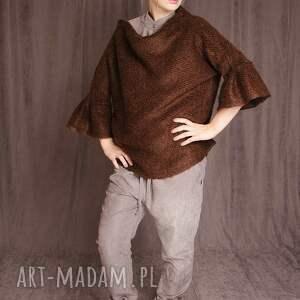 świąteczny prezent, sweter z dzianiny bukla, sweter, orzechowy