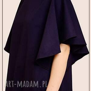 granatowa sukienka z falbanką, welniana, elegancka, minimalizm, marynarski, zwełny