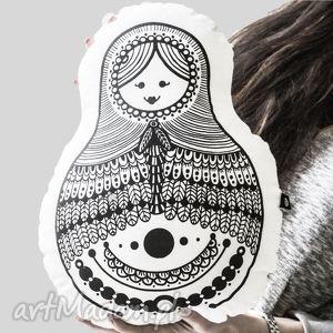 ręcznie wykonana poducha - przytulanka - matrioszka - malinowe cacko - matrioszka