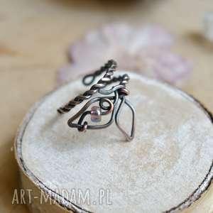 motyl - pierścionek regulowany z miedzi, motyl, fiolet