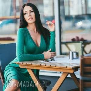 sukienka z dekoltem delikatnej wiskozy, model t146, zielony