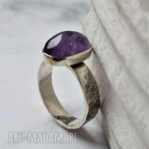 pierścień z ametystem, pierścionek biżuteria minerałami