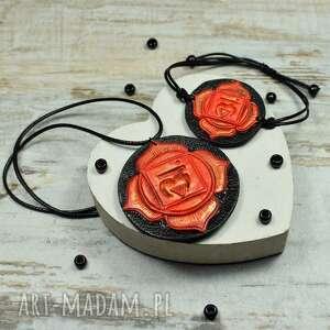 komplet biżuterii muladhara - wisiorek i bransoletka czakry podstawy