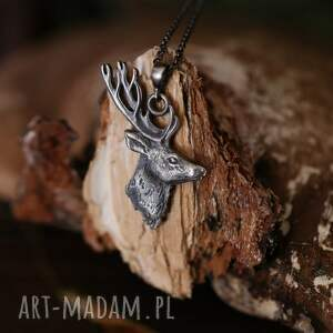 srebrny wisior z jeleniem szlachetnym na łańcuszku, jeleń, biżuteria