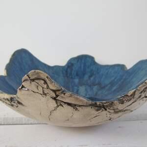 ręcznie zrobione ceramika granatowa miska jak skała