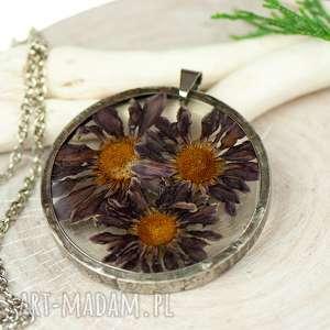 handmade naszyjniki naszyjnik z suszonymi kwiatami w cynowej oprawie z432