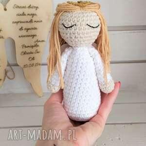 Szydełkowy anioł na pamiątkę chrztu komunii lalki