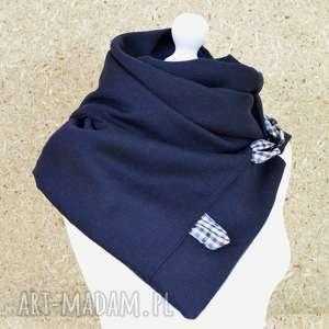 ciepły szal granatowy zapinany na karabińczyki metalowe- niebieskie pętelki