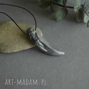 wisiorki wisior smoczy kieł w srebrnym odcieniu, srebrny wisior