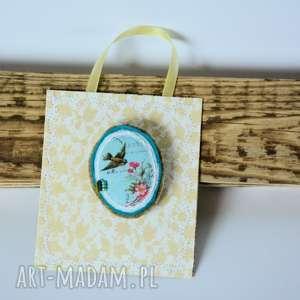 broszka - medalion - wróbel wśród róż - broszka, wróbel