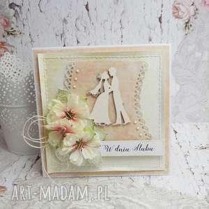 z młodą parą - kartka ślubna w pudełku, ślub, pudełko na młodej parze