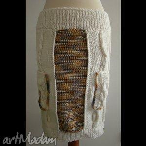 hand made spódnice spódnica dzianinowa beżowo-kremowa z kieszeniami