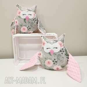 hand made maskotki różowa śpiąca sowa w kwiaty, ozdobna poduszka z minky dla