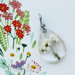 delikatna, kwitnąca zawieszka, kwiaty, żywica, wisiorek, z żywicy