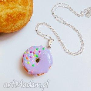 naszyjniki pączek w polewie - wisiorek fioletowy, pączek, naszyjnik, słodki, fimo