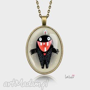 medalion owalny monster of love, potworek, miłość, serce, słodkie, grafika, zęby