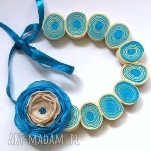 regulowane korale z filcu z kwiatem - filc, korale, naszyjnik, kwiat, biżuteria