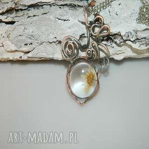 święta, suszona stokrotka, szklany, szklany wisior, unikatowa biżuteria, suszone