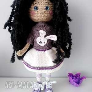 lalki szydełkowa lalka w trampach, lalka, trampki, szydełko, amigurumi, włóczka