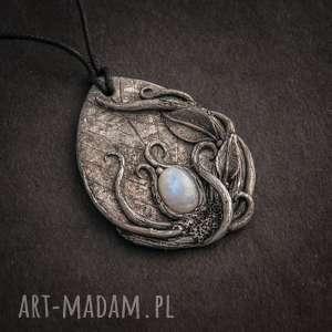 wisior inspirowany naturą z kamieniem księżycowym, wisior, wisiorek, kamień