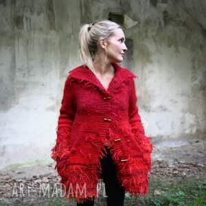 czerwono koralowo malinowy kudłacz, dzianina, unikat, płaszcz, wełna, prezent