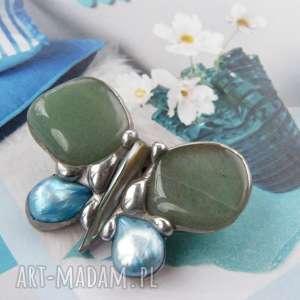 broszki broszka mały motyl zielony, z kamieni, perłą