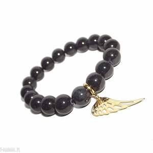 złote skrzydło w popielatych kamieniach, skrzydło, anioł, kamienie, charms, modna