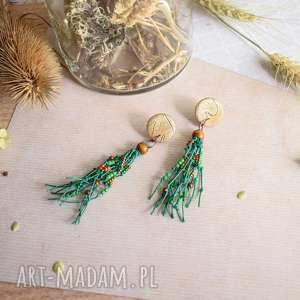 wiszące kolczyki boho z zielonym lnem