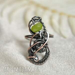 nieskończona zieleń - pierścionek z jadeitem w regulowanym rozmiarze, duży