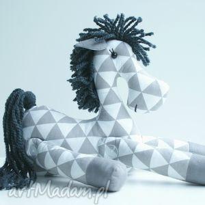 ręcznie zrobione zabawki brykający konik