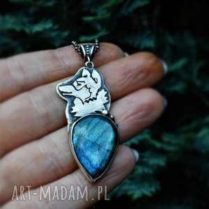 naszyjniki wilczyca, wilk, srebro, niebieski labradoryt, oksydowany