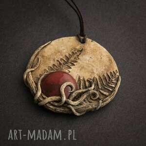 Wisior z odciskiem paproci i czerwoną ceramiką, ceramika, wisior, boho, paproć