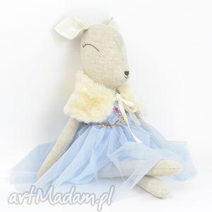 pomysł na upominek świąteczny Szara sarenka w błękitnej sukience, lalka,
