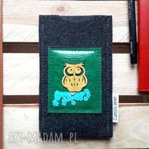upominek Etui na telefon z drewniana sówka Winter Edition, prezent, swiateczny