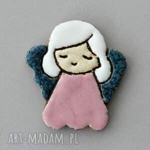 aniolik - broszka ceramiczna, prezent, pamiątka design chrzest, komunia aniołek