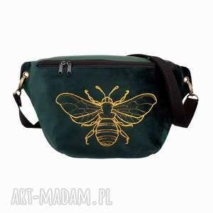 nerka xxl szmaragdowa zieleń i złoto, nerka, pszczoła, haft, saszetka, torebka