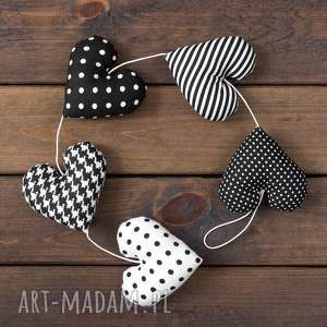 myk studio sercowa biało czarna girlanda, 5 serc, dekoracja, serce, prezent